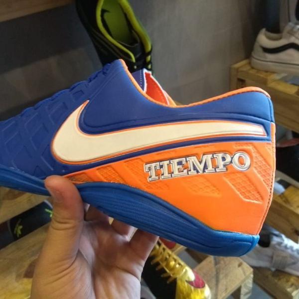 Tenis nike tiempo futsal laranja com azul n 41 pronta