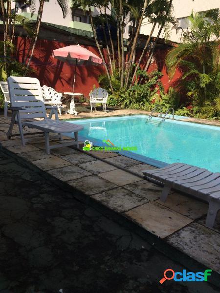 Casa Isolada 03 dormitórios sendo 01 suíte, com piscina ótimo Local -