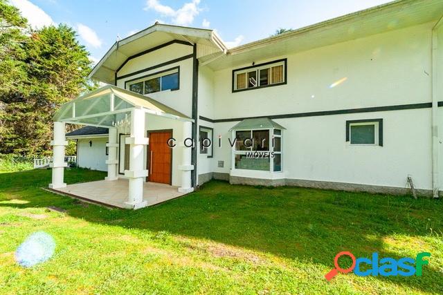 Casa com 5 dormitórios e amplo jardim na região de capivari
