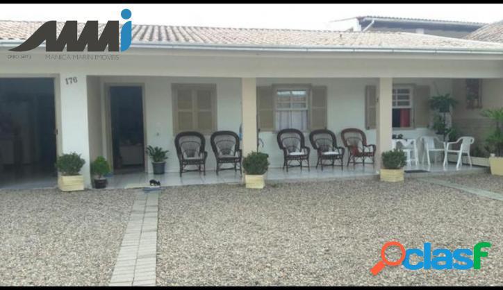 Casa com 5 quartos semi-mobiliada em meia praia navegantes