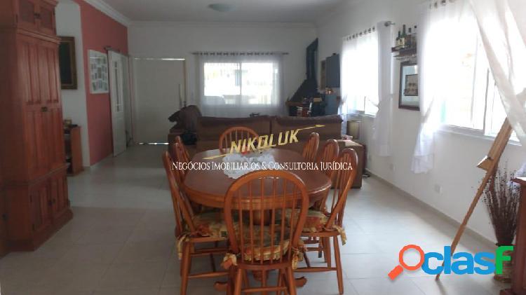 Excelente casa em condomínio - 6 quartos - 4 suítes - 400m2 construção!!!