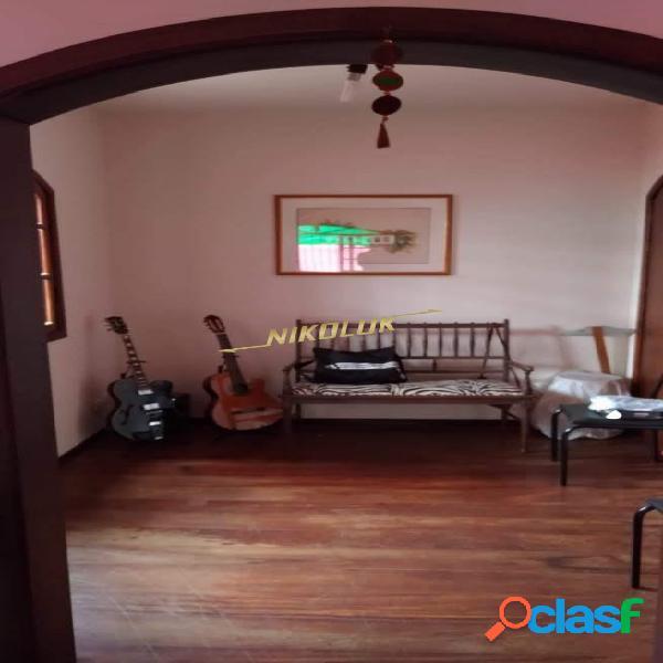 Linda casa em santa branca - excelente localização no centro - completa!