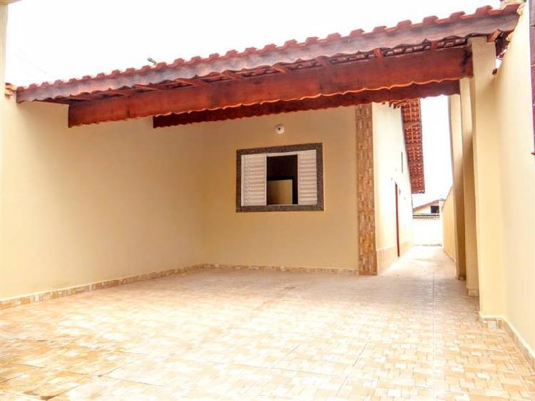 Casa nova, localizada no agenor de campos em mongaguá.