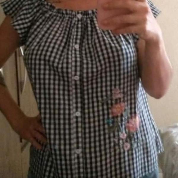 Blusa xadrez com bordado