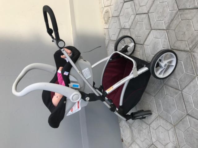 Carrinho de bebê + bebê conforto + base auto
