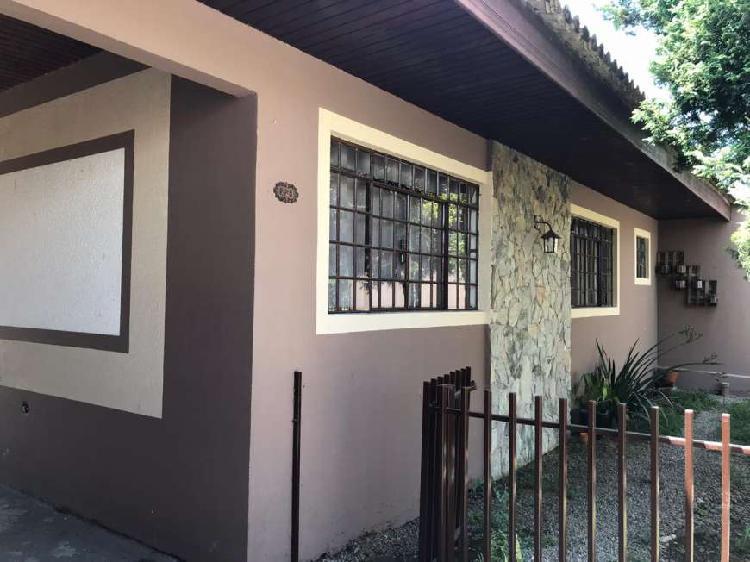 Linda casa em Pinhais no bairro Weissópolis