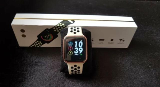 Lindo smarth watch com 2 pulseiras e resistênte a água
