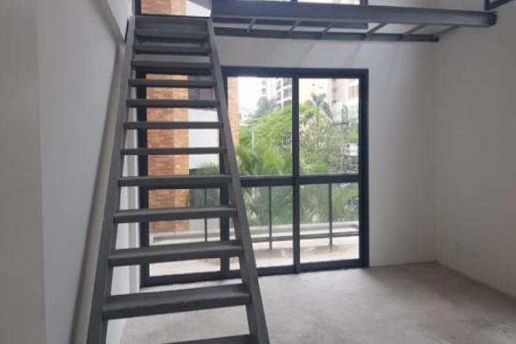 Sala com 46 m², 1 vaga, banheiro, possibilidade de mezanino