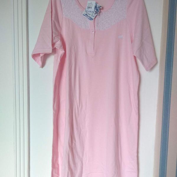 Camisola feminina com botões