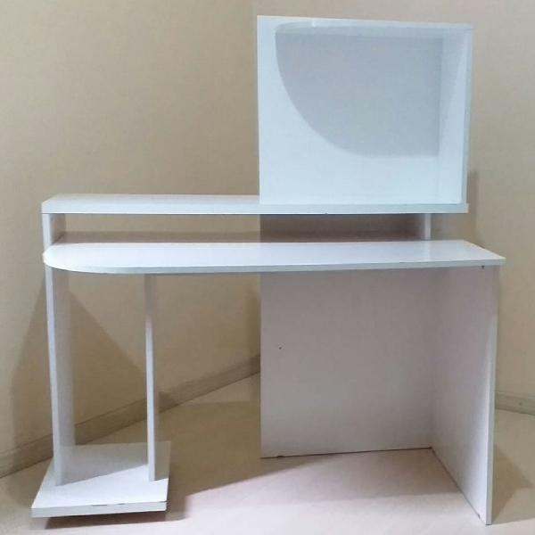 Escrivaninha/mesa para computador