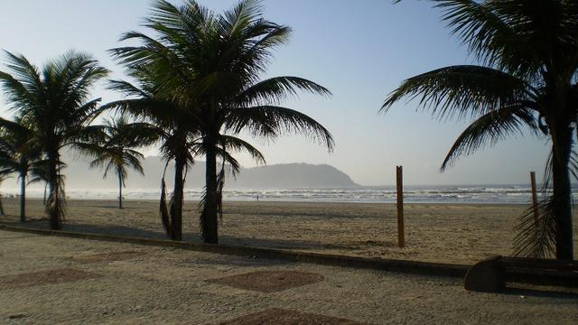 Temporada/ Pascoa Boqueirão-Praia Grande-50m da praia-ap.