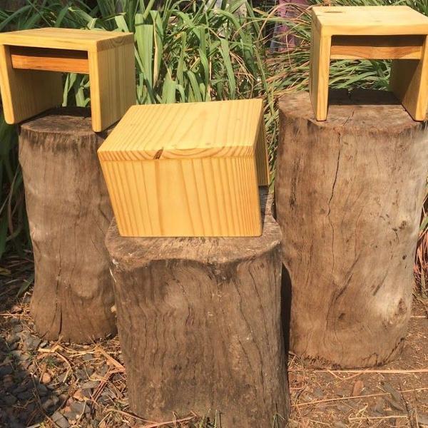 Banquinho infantil de madeira pinus