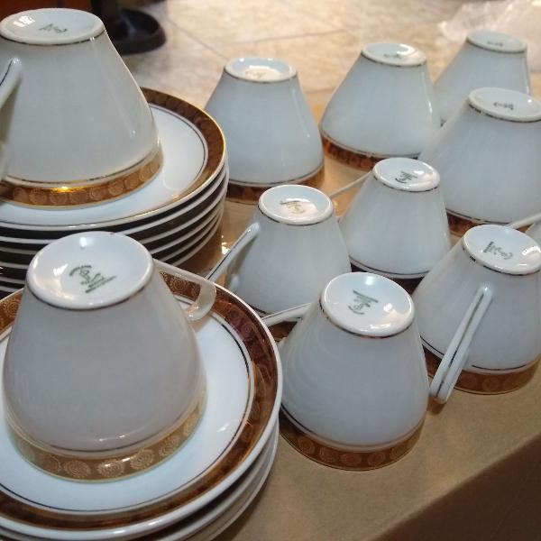 Jogo de xícaras de porcelana