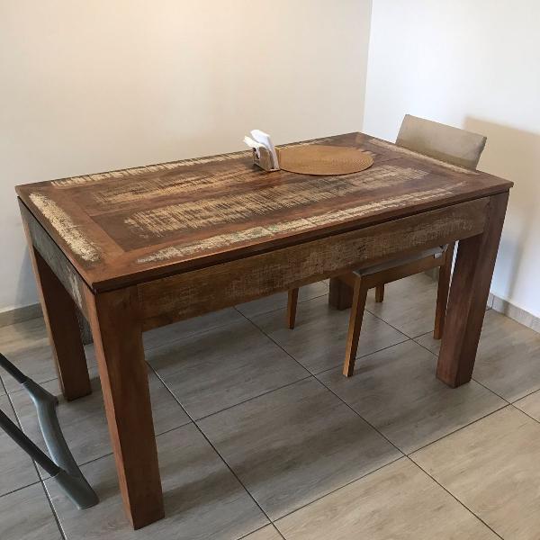 Mesa de jantar de madeira rústica, do depósito santa fé!
