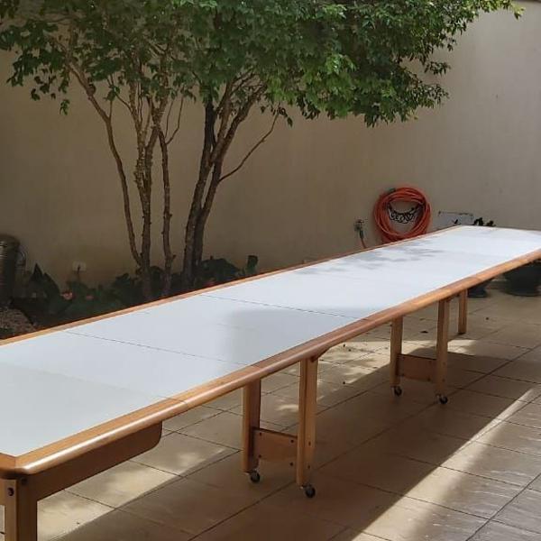 Mesa expansível de madeira maçica
