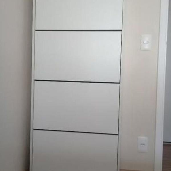 Sapateira cor branca (mdf) com 4 portas basculantes (marca