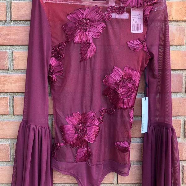 Body bordeau tranparente bordado floral