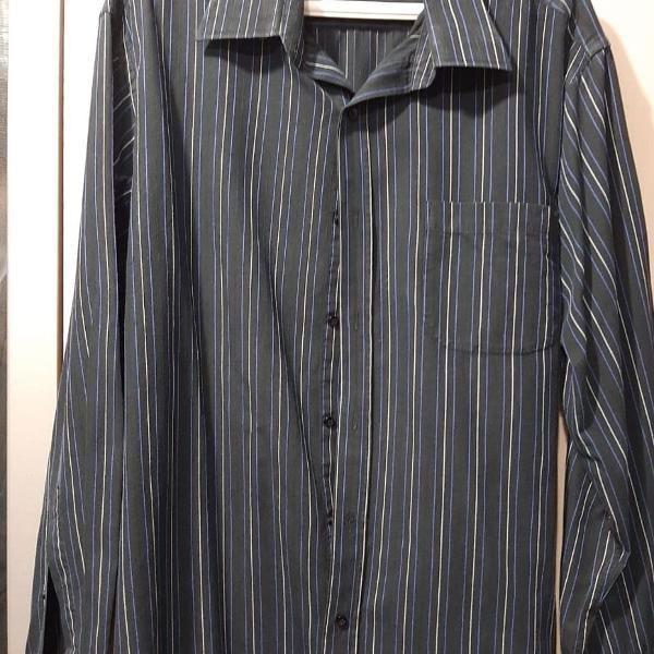 Camisa preta listrada