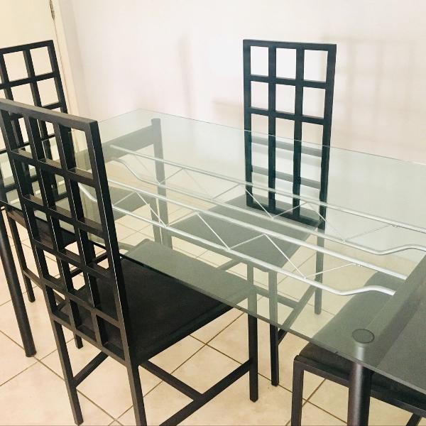 Mesa com 04 cadeiras tok stock