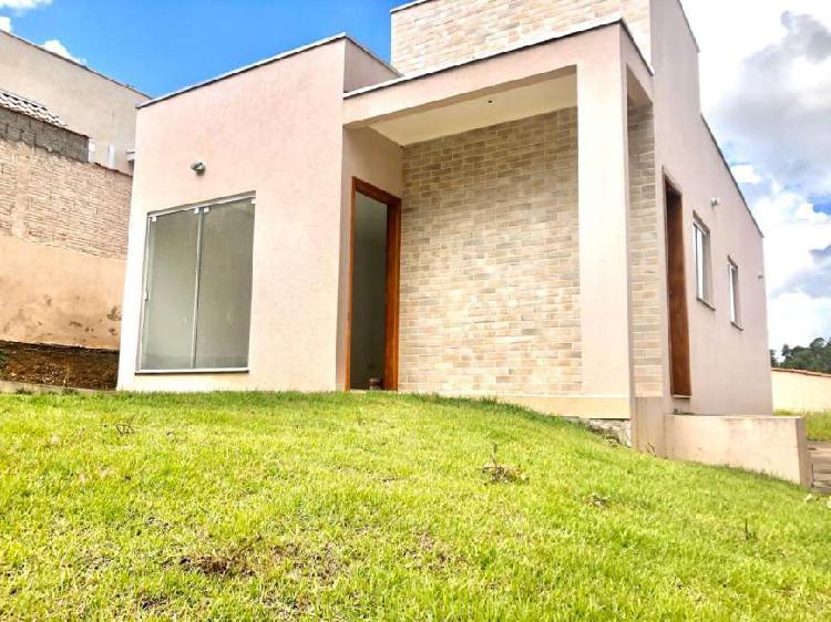Casa para venda possui 110 metros quadrados com 3 quartos
