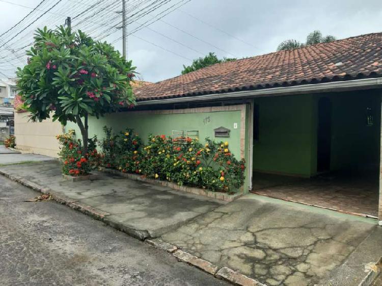 Casa linear em bairro super bem procurado composto por 2