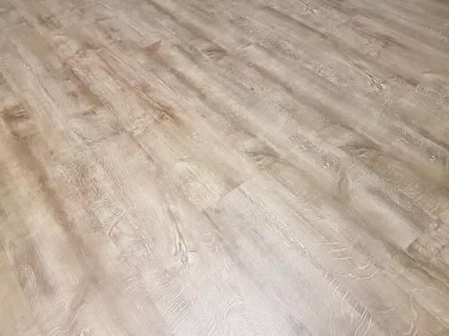 Instalação de piso laminado e vinilico.