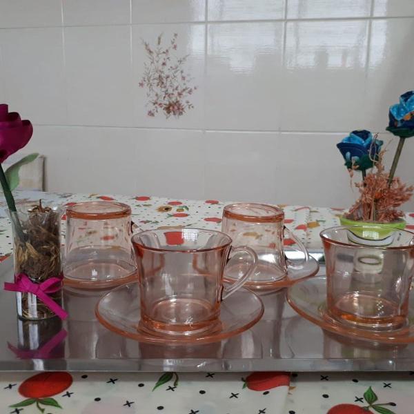 conjunto rosa de 4 xícaras com píres da duralex
