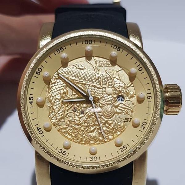 Invicta masculino dourado com pulseira de borracha