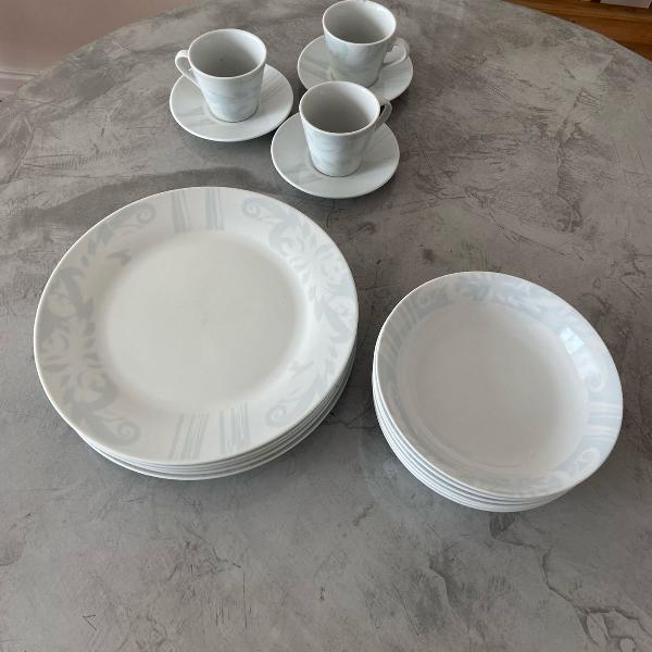 Jogo de pratos de porcelana