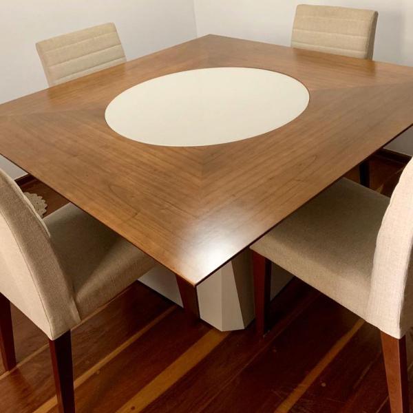 Mesa de jantar dunelli tampo giratório com 4 cadeiras
