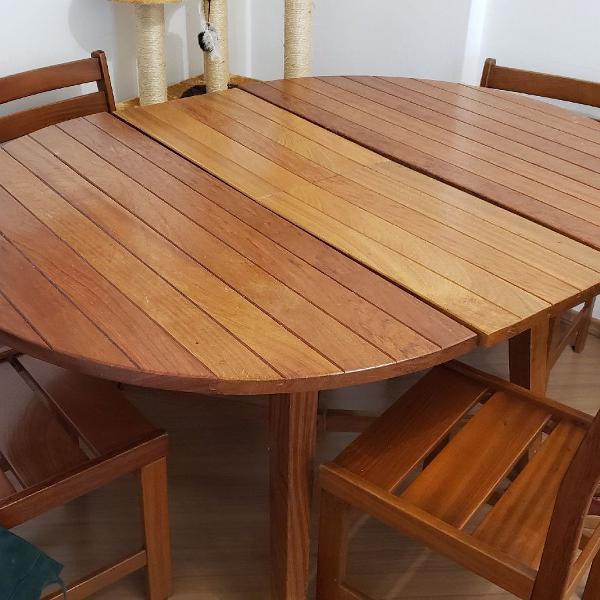Mesa de madeira com 6 cadeiras