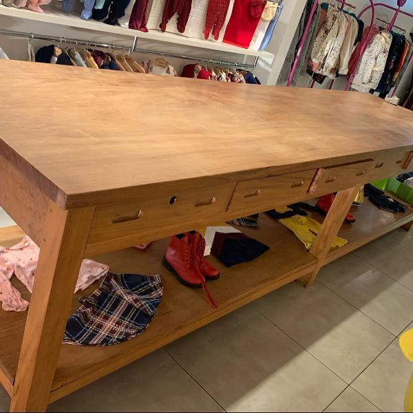Mesa de madeira maciça tipo fazenda