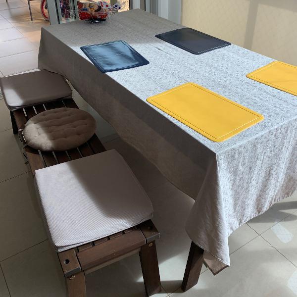 Mesa madeira com 2 bancos para 3 lugares