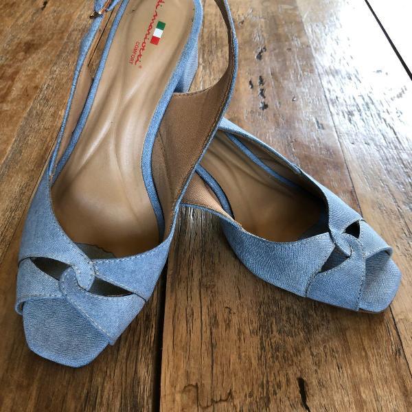 Sandália azul brim