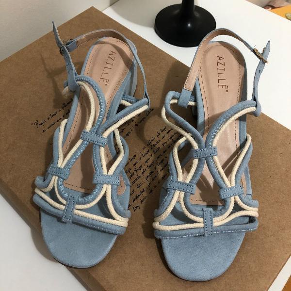 Sandália azul perfeita