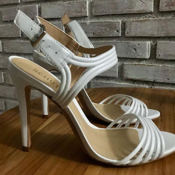 Sandália branca schutz tamanho 36