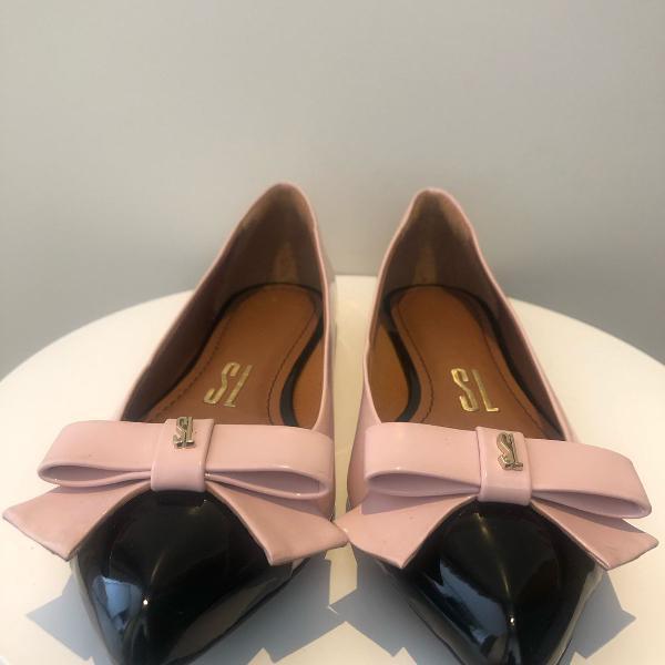 Sapatilha de verniz rosa e preta