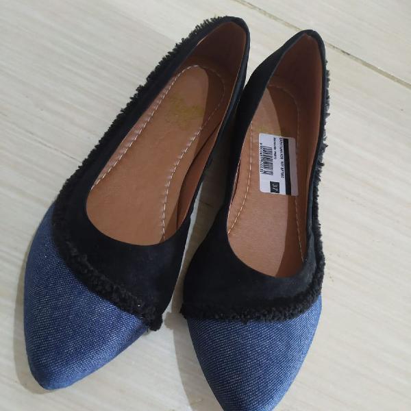 Sapatilha novíssima azul e preta