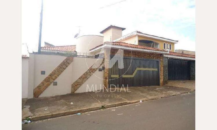 Casa de 230 metros quadrados no bairro planalto verde com 3