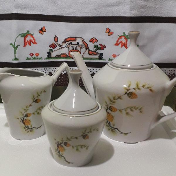 Conjunto de porcelana antigo