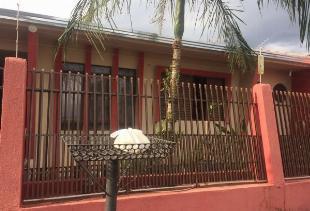 Excelente casa com edicula com 225m2 #somente 10 mm do