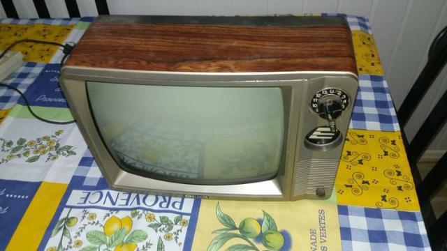 Retro tv anos 80 elektra 10 polegadas preto e branco,
