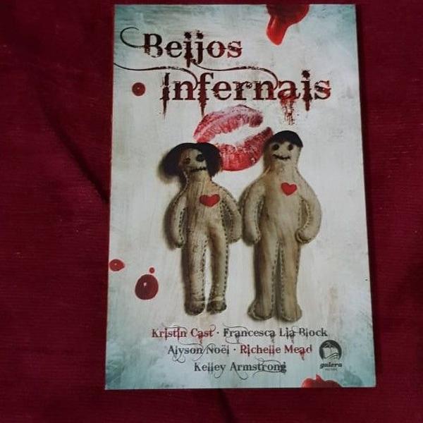 Livro beijos infernais