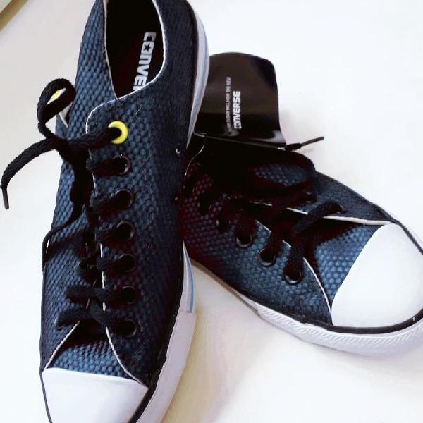 Tênis costura azul marinho e preto
