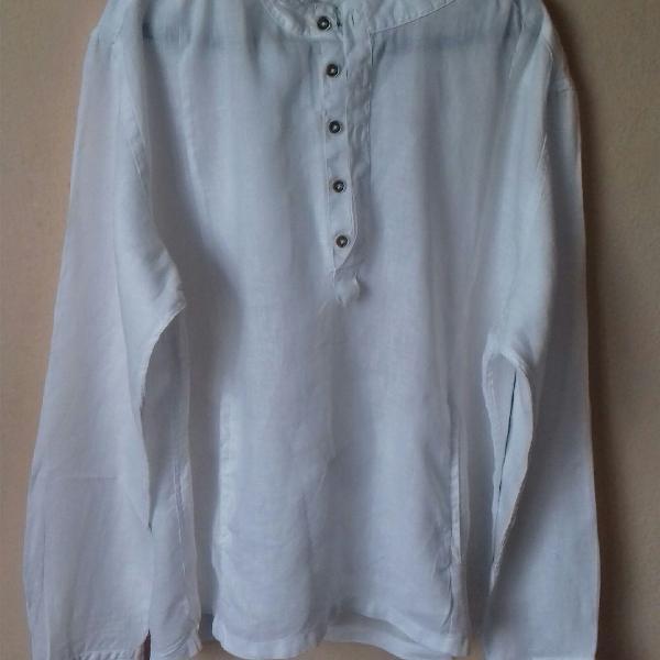 Blusão branco manga longa e capus.