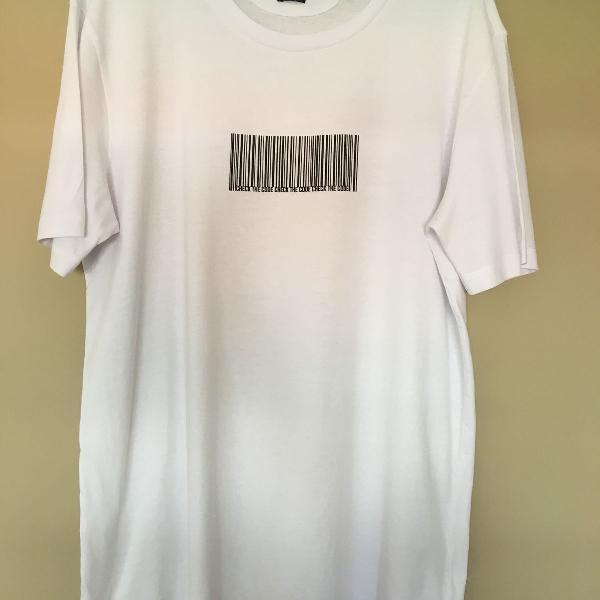 Camiseta branca zara (código de barras)