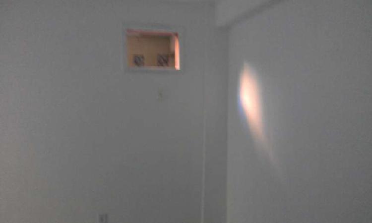 Casa para aluguel possui 30 metros quadrados com 1 quarto