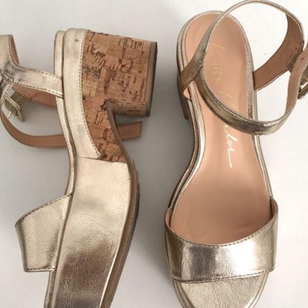 Sandália dourada luiza barcelos !