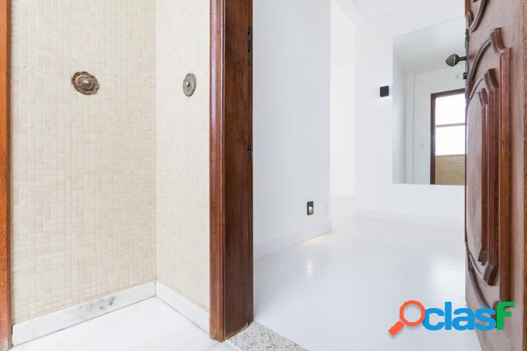 Apartamento salão, 2 quartos (1 suite) com porcelanato, vaga - leme