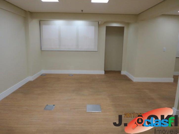 Sala comercial 3 ambientes, reformado prox. ao metro